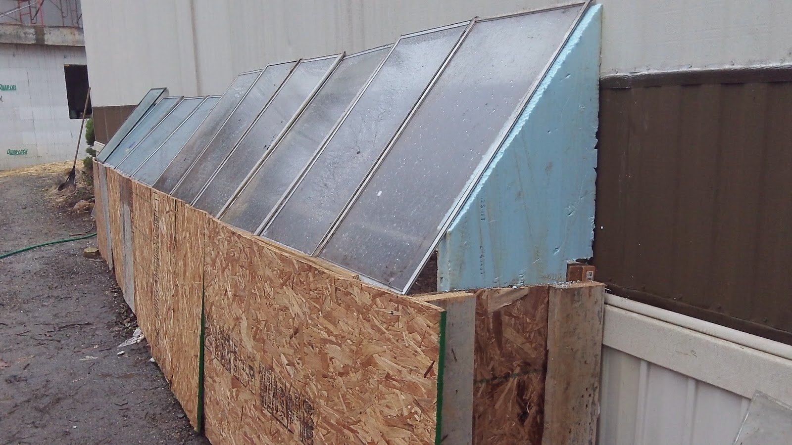 Mini greenhouse made from recovered materials