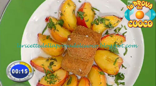 Cubi di taleggio con pesche e mandorle caramellate ricetta Bertol da Prova del Cuoco