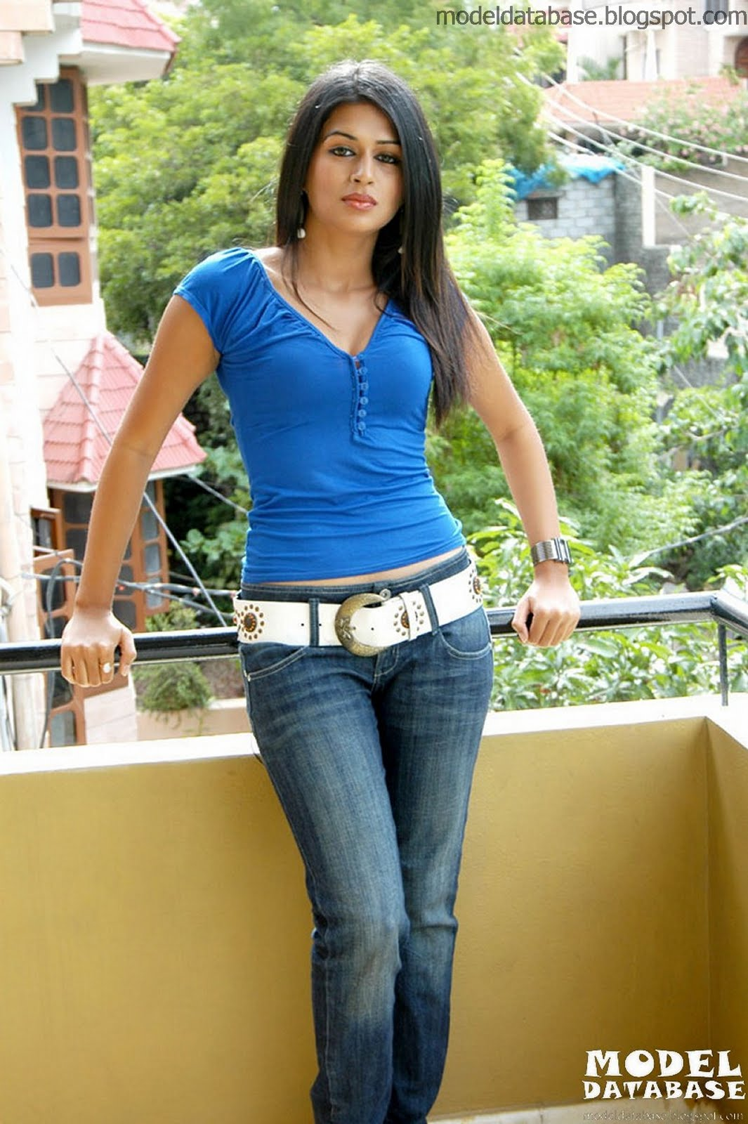 Indian Actress Sraddha Das Red Hot In A Blue Tops And Jeans Stills