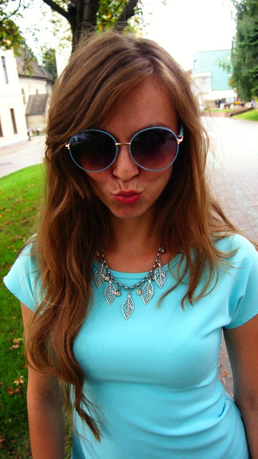 modré slnečné okuliare