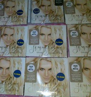 Britney Spears Femme Fatale CD, Mau?