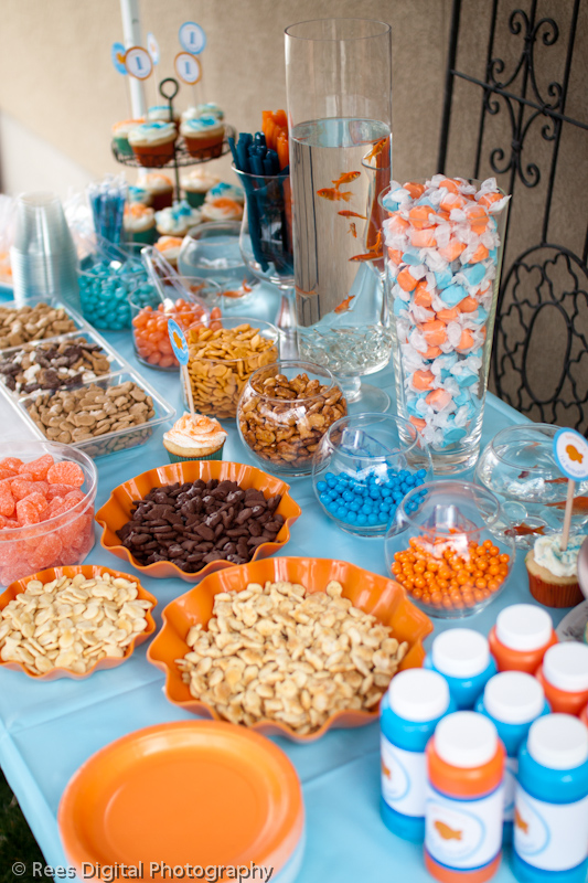 Red chandelier goldfish birthday party - Decoratie snack ...