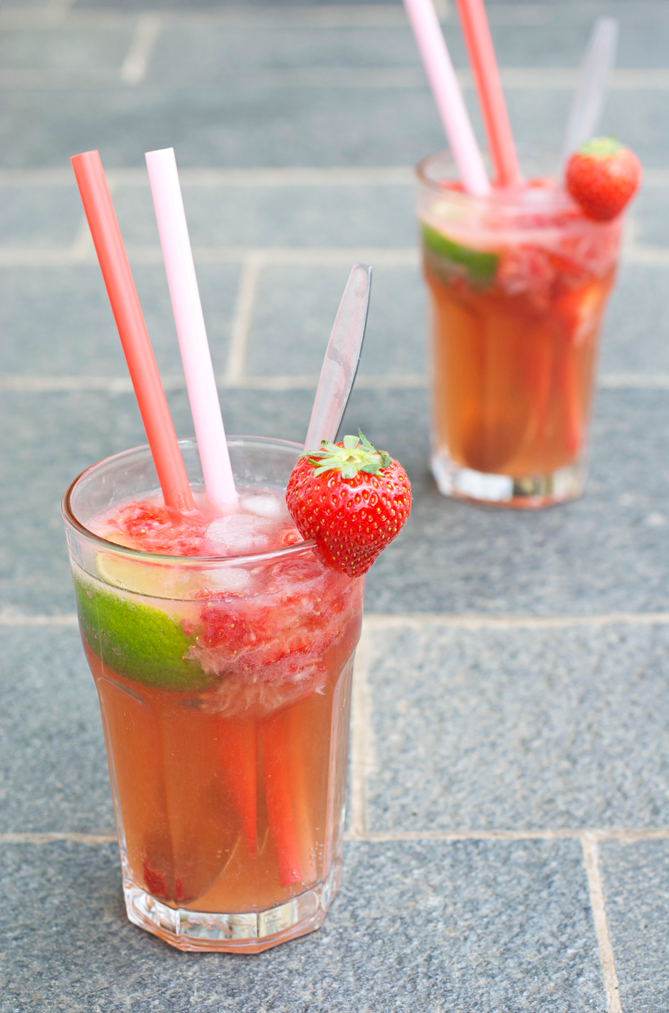 homemade fizzy strawberry ice tea cocktail
