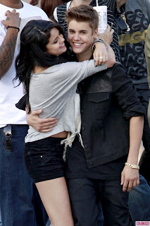 Selena Gomez kisses Justin Bieber On Set