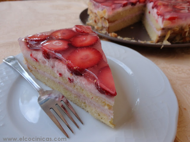 Tarta de yogur y fresas