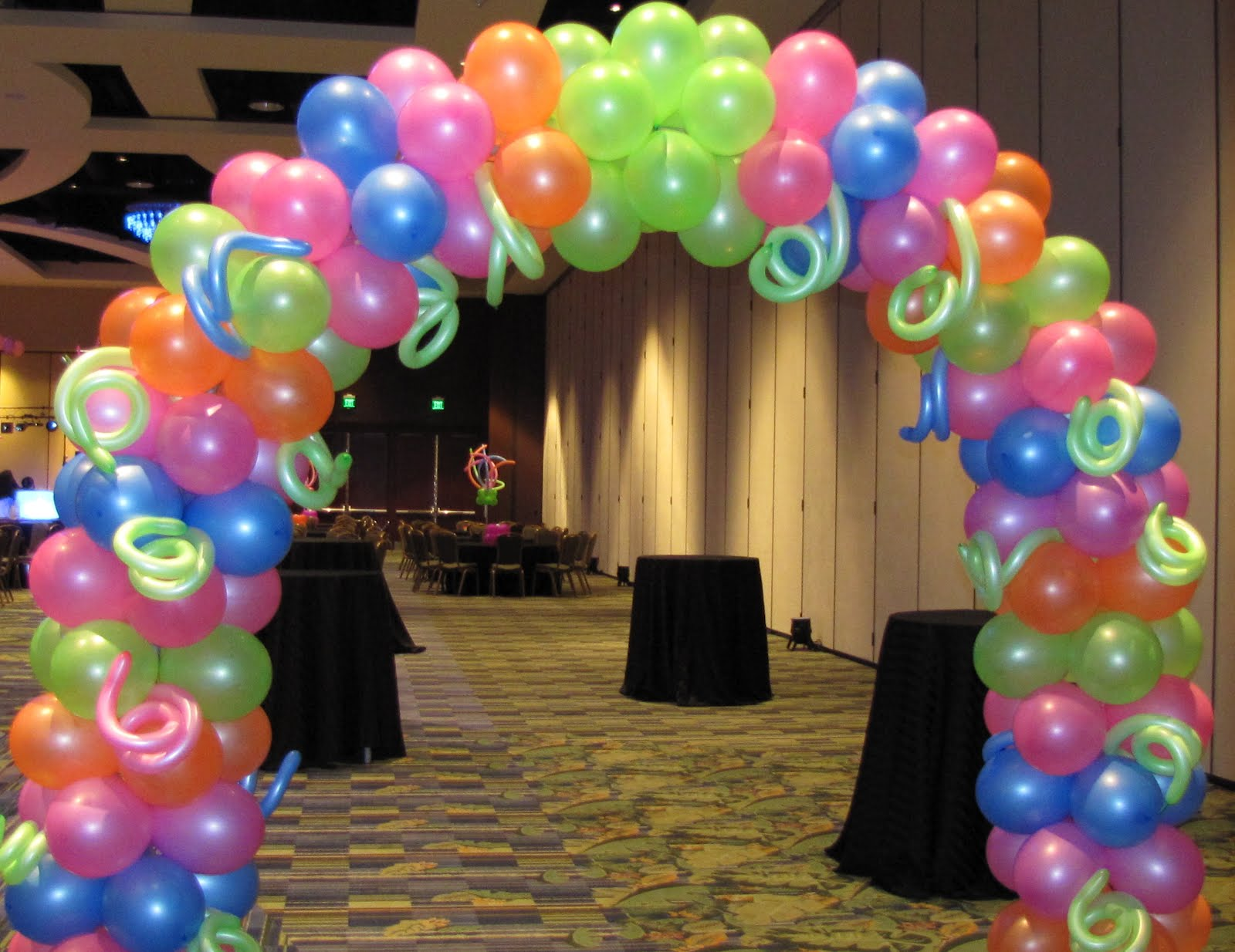 Party people event decorating company lake gibson neon for Arch balloon decoration