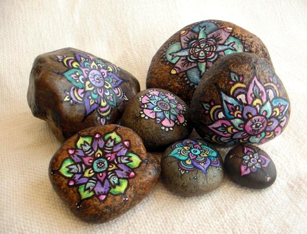 Arte y chirimbolos piedras y mandalas - Piedras para decorar ...