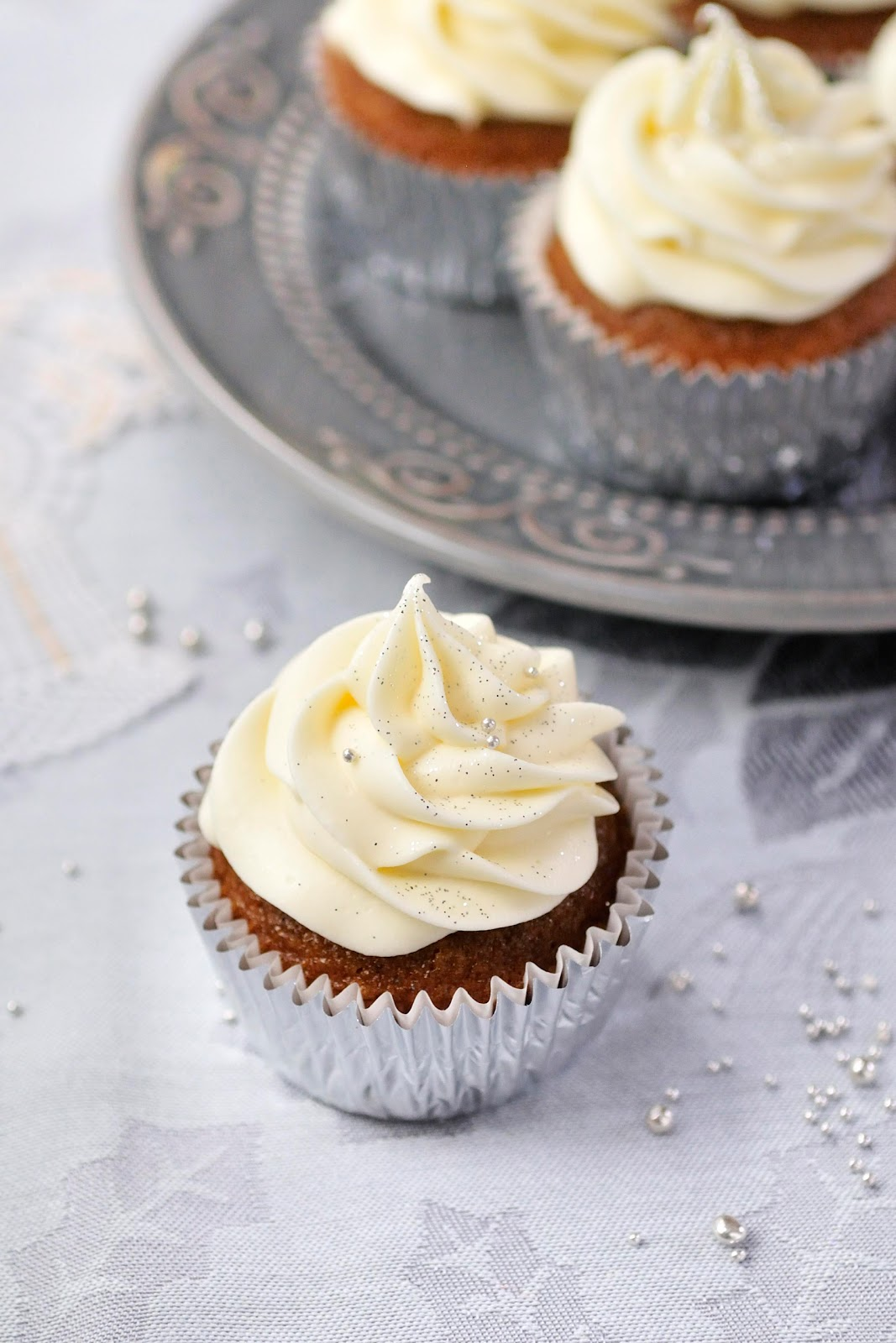Haniela's: ~Gingerbread Cupcakes with Lemon Frosting~