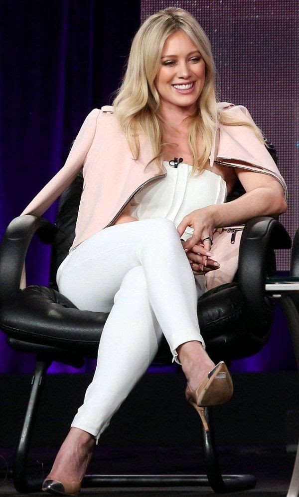 It's totally on good weather and Duff definitely know about how to bring her latest project, Younger while answering the fans dropping question on the event at Los Angeles, CA, USA on Saturday, January 10, 2015.