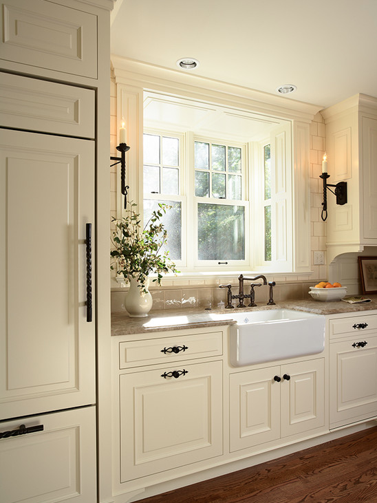 In good taste tudor style kitchen for Tudor kitchen design