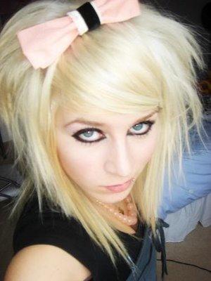 http://3.bp.blogspot.com/-VMDZFvQ_nv4/TcMg8_zfitI/AAAAAAAAAYM/10oVwYQt4TQ/s1600/de16391445d976dc_short_scene_haircuts_for_girls.jpg