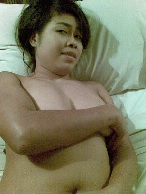 Janda Kesepian Lagi Horny / Sangek