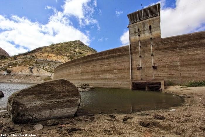 http://www.assessorn.com/2014/07/acude-gargalheiras-pede-agua.html