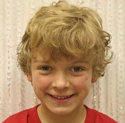rambut ikal gaya shaggy untuk anak laki-laki 32016584