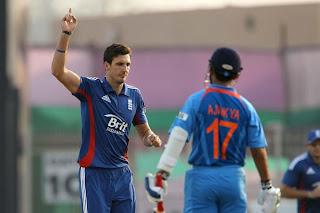 Steve-Finn-Rahane-3rd-ODI-v-ENGLAND-2013