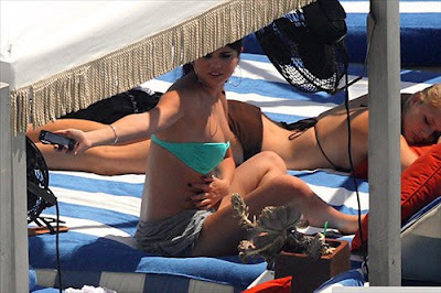 Selena Gomez, Singer, Selena Gomez bikini, Miami, Miami Beach, Miami Beach hotels, Miami luxury Hotels, Hotel cheap in Miami, Travel to Miami luxury hotel, Travel to Miami tour