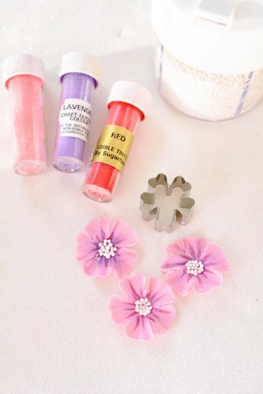 Kessys Pink Sugar: Hello Kitty Geburtstagstorte - mit 3 D Tortenfigur