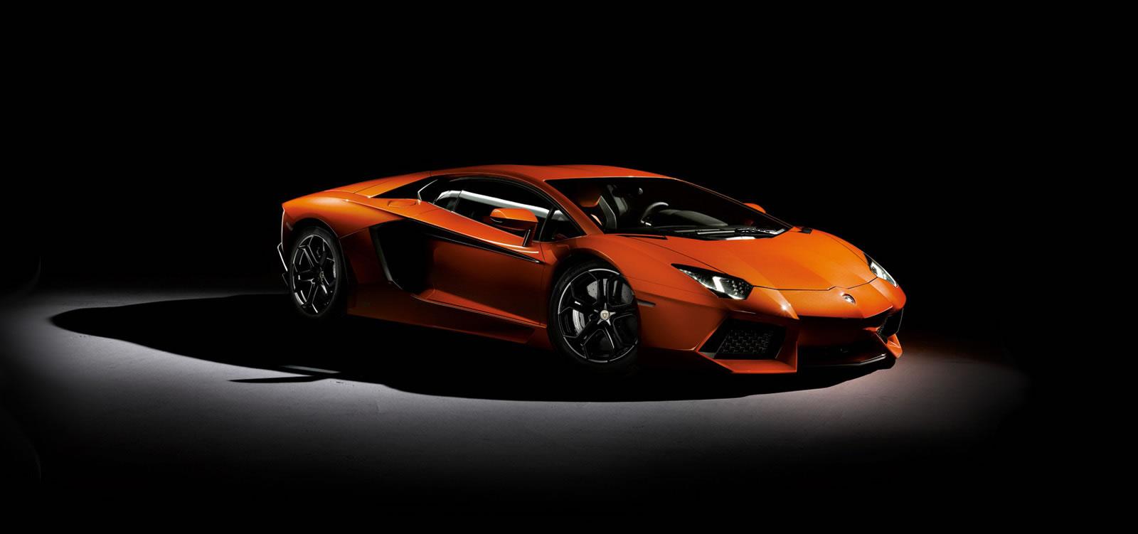 2012 Lamborghini Aventador LP7004 Review