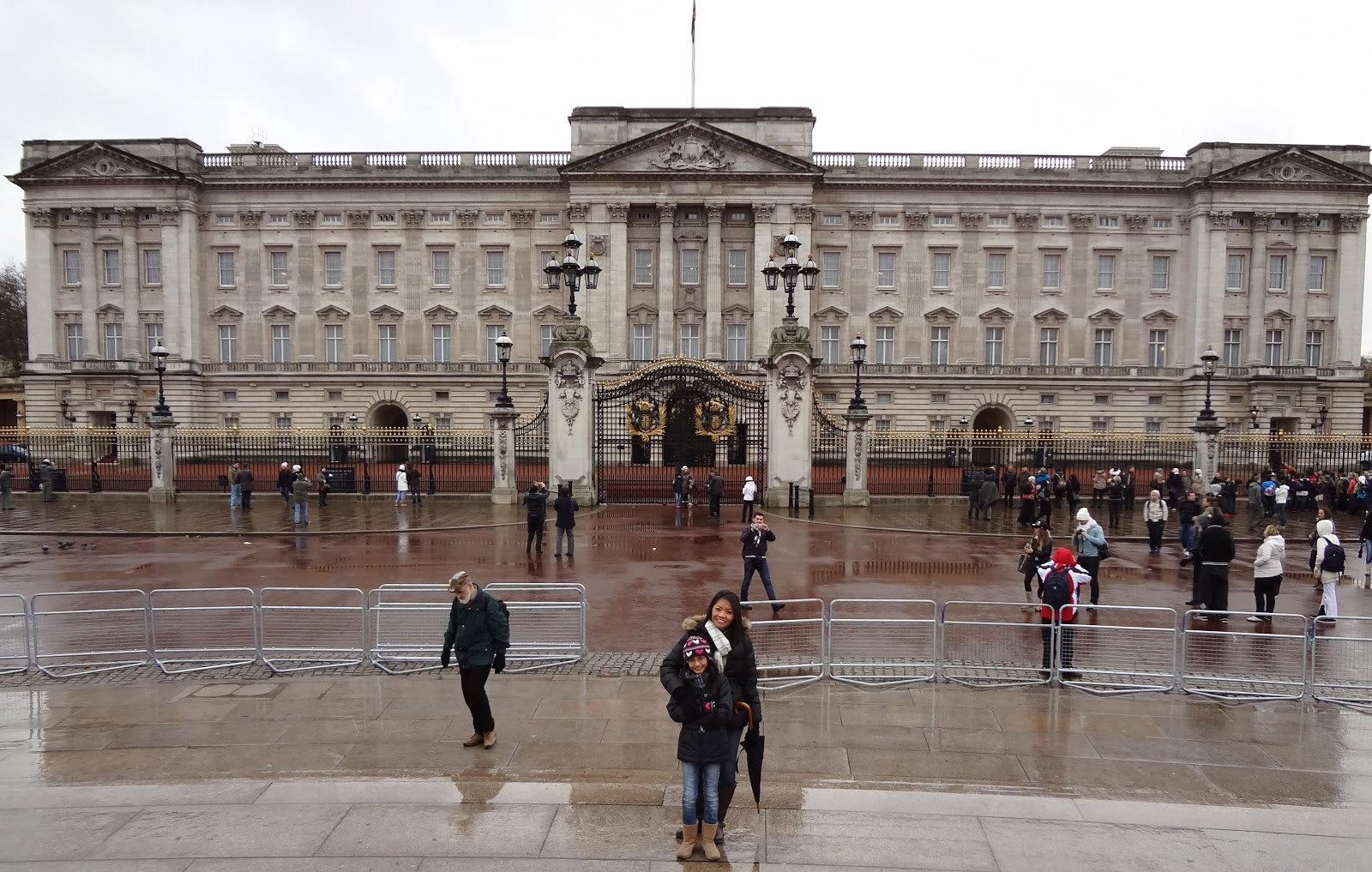 Buckingham Palace Private Apartments http://greateatshawaii.blogspot.com/2012/01/buckingham-palace-london-england.html