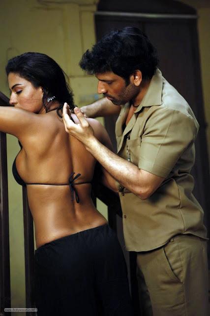 Veena Malik Stills from Rangeela Movie indianudesi.com