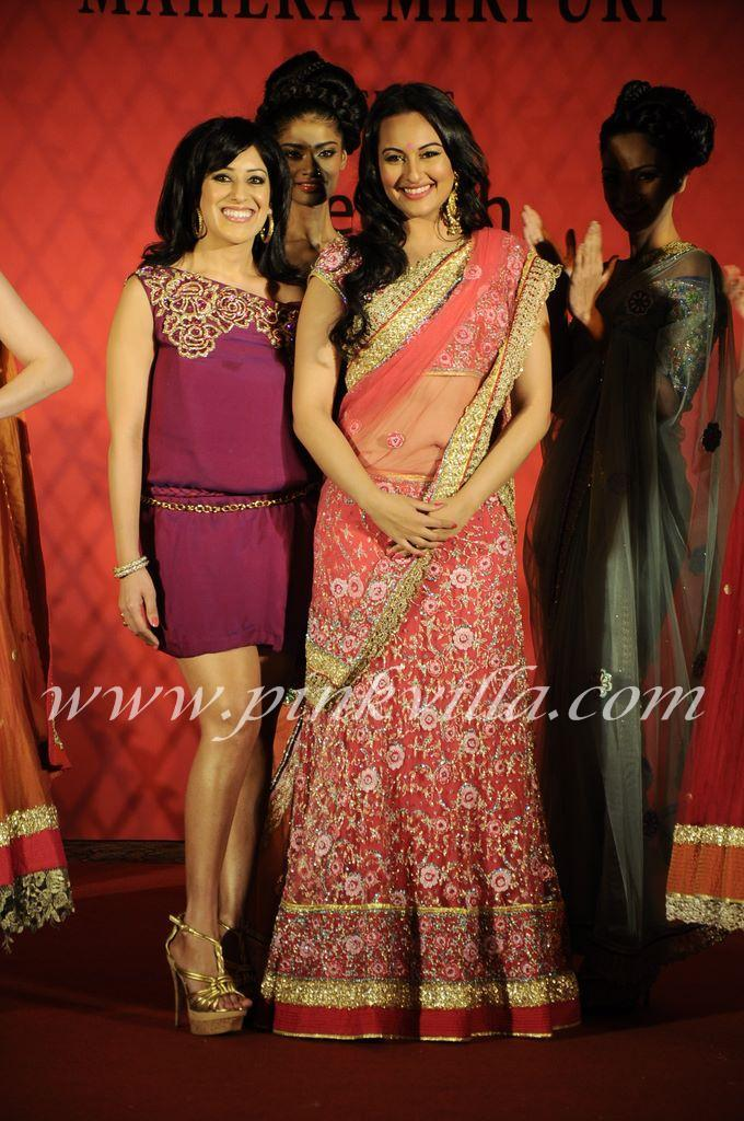 Sonakshi Sinha Beautiful Bridal Saree @ WLIFW 2012