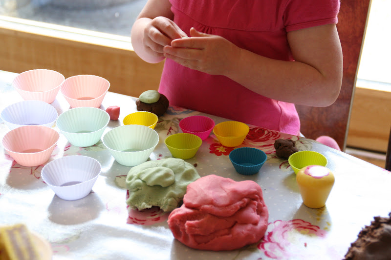 Create with your hands: Play Dough Cake Shop: Part 2