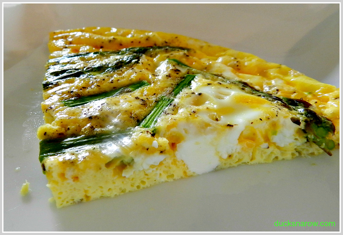 Asparagus fritatta is easy to make and low carb, too. #lowcarbrecipes #eggs #asparagus Ducks 'n a Row