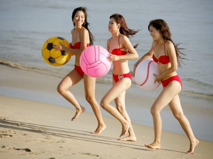 Hoa hau viet nam mac bikini toa sac o bai bien 1