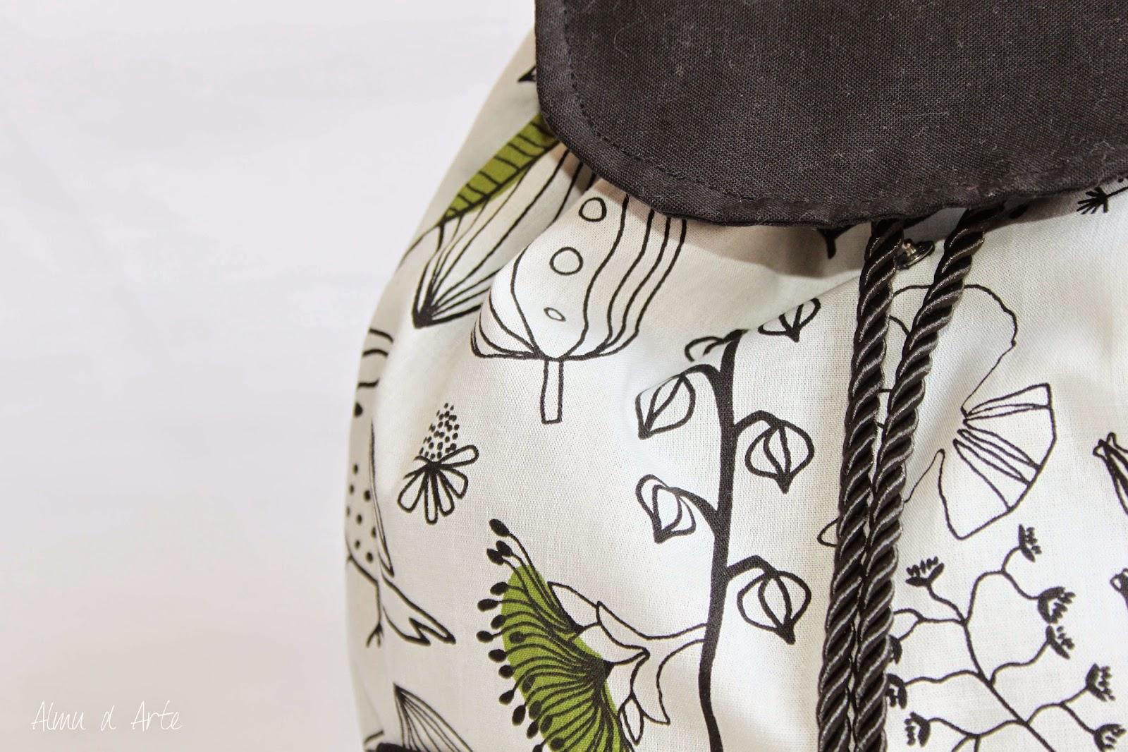 Mochila de tela hecha a mano con solapa