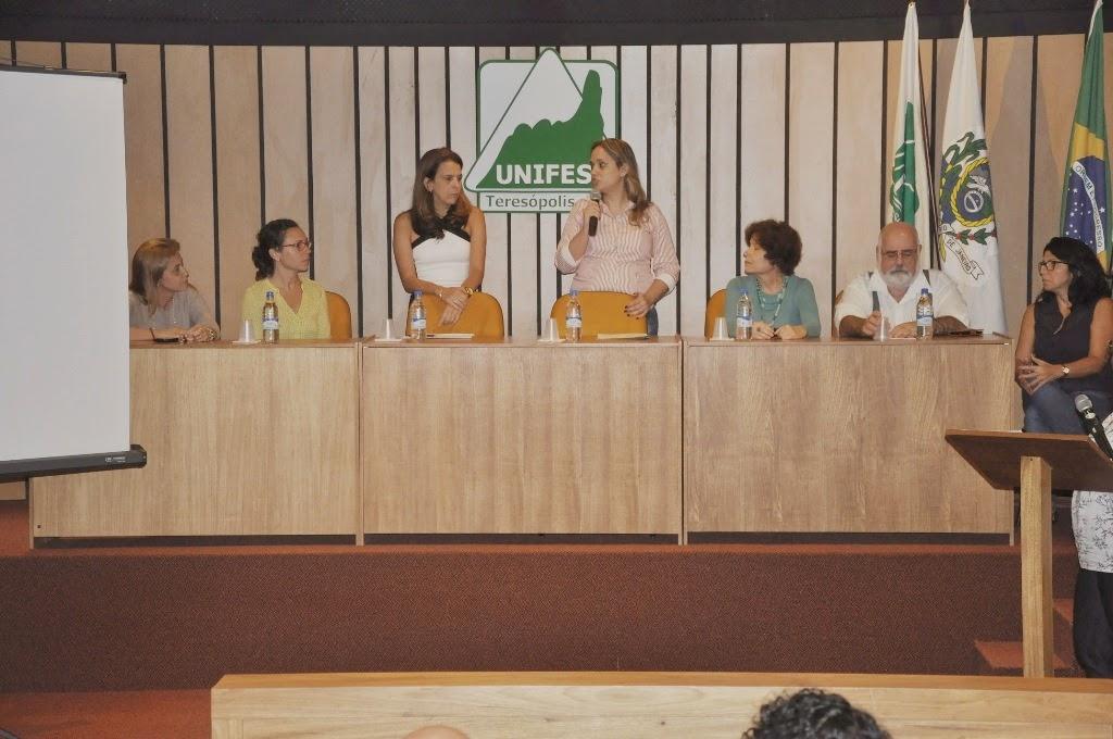 Posse da profa. Maria Beatriz Villas Boas na coordenação do Núcleo de Educação a Distância e Tecnologias para o Ensino do UNIFESO
