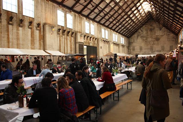 mensen, neighbourfood market, impressie, tafels, eten, westergas,