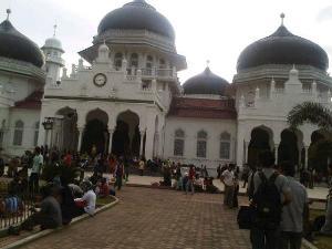 Korban Gempa Di Aceh 11 April 2012