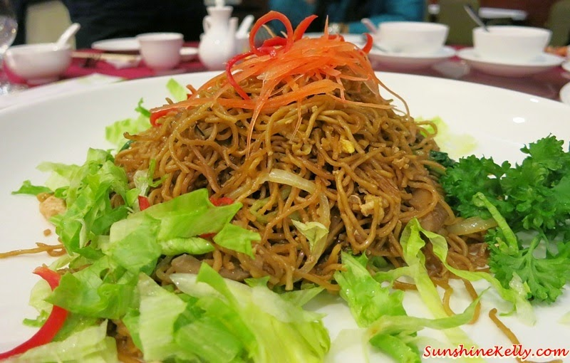 CNY 2015 Menu Review, Checkers Café, Dorsett Kuala Lumpur, Yee Sang, Salmon Pear Yee Sang, Fried Wanton Mee, Shitake Mushroom & Seafood