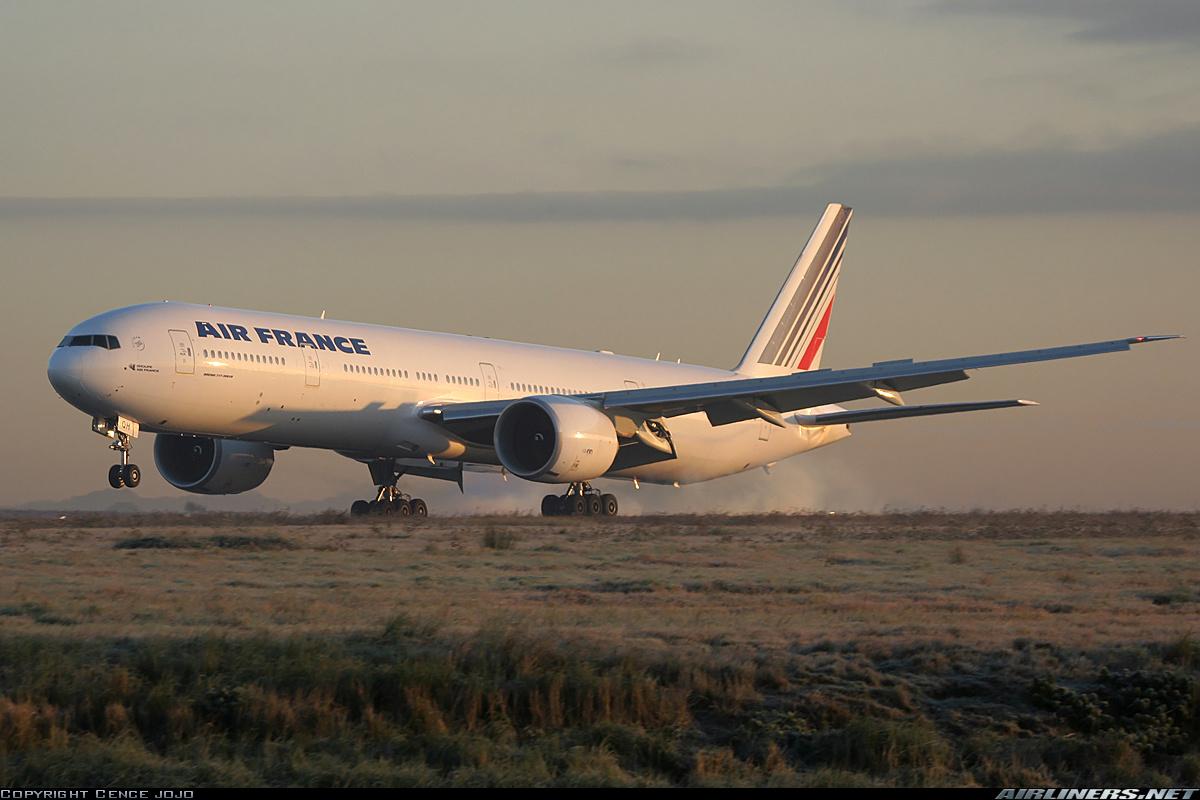 http://3.bp.blogspot.com/-VPwcNYIiRCA/UDt6Zy9vETI/AAAAAAAABEg/N0fLK9HeISo/s1600/Airfrance+777+328er+paris+charles+de+gae+cdg+lfpg+france+19+11+2005+f-gsqh.jpg