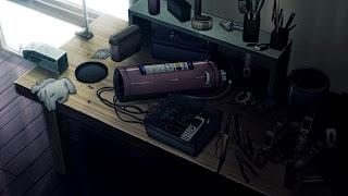 Biurko w mieszkaniu bohaterów obrazuje tworzenie bomby