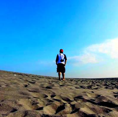 pesona keindahan gumuk pasir, gumuk pasir parangkusumo, gumuk pasir parangkusumo jogja, padang pasir jogja, gurun pasir jogja, lokasi gumuk pasir, letak gumuk pasir, akses gumuk pasir, perjalanan gumuk pasir, rute gumuk pasir, fasilitas gumuk pasir, tips wisata  gumuk pasir, harga tiket masuk gumuk  pasir parangkusumo, yang menarik dari gumuk pasir parangkusumo, pesona keindahan sunset senja gumuk pasir parangkusumo, senja gumuk pasir parngkusumo, sunset gumuk pasir parangkusumo.