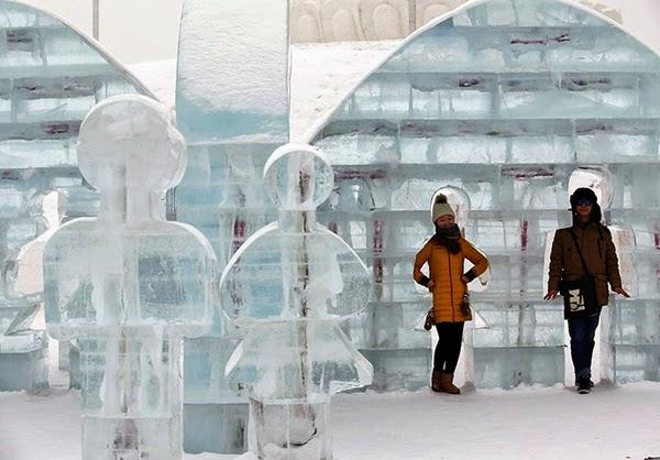 صور متميزة وساحرة من مهرجان الجليد والثلج i311.jpg