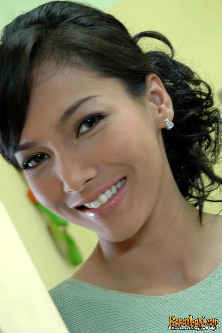 Watch Linda Ramadhanty video
