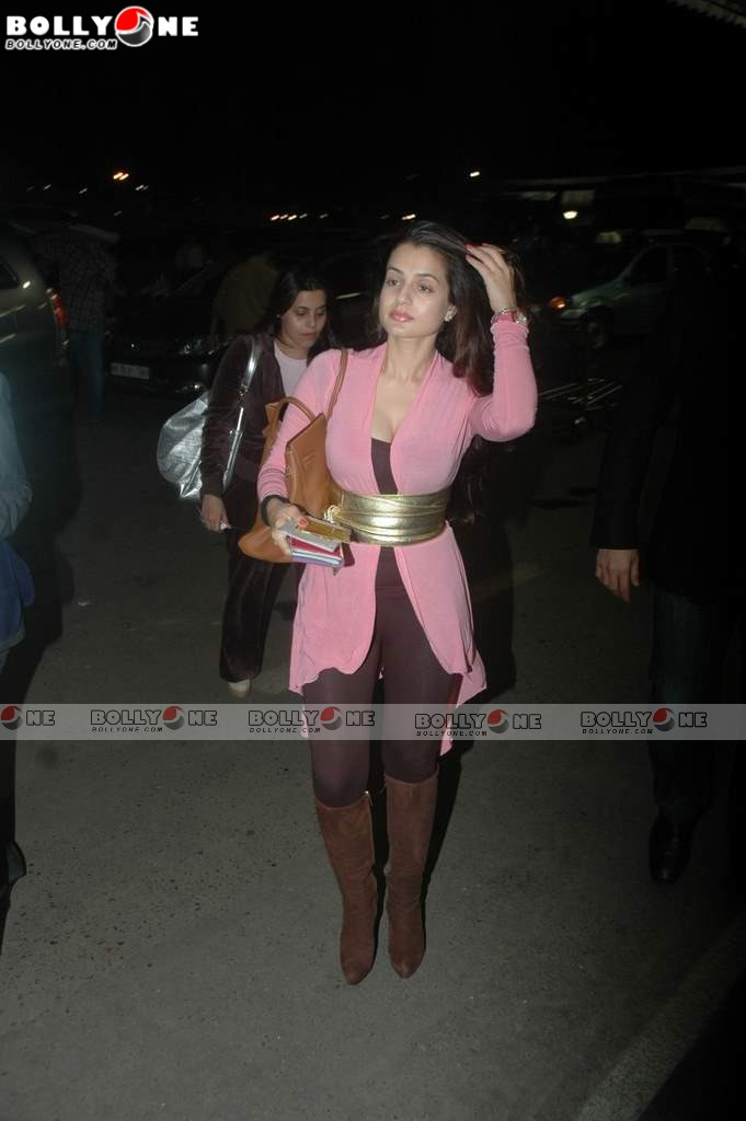 Ameesha Patel at Mumbai Airport leaving for IIFA