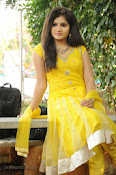 New Actress Noorjahan Photos in Yellow-thumbnail-13
