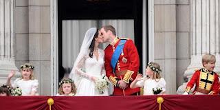 Foto Ciuman Pangeran William dengan Kate Middleton