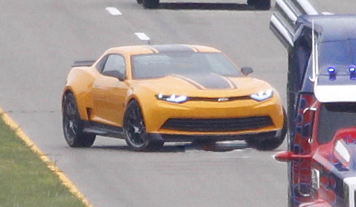 a car Chevrolet Camaro 2014 Transformers 4
