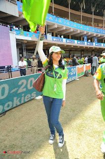 Bhavana and Lissy Priyadarshan Pictures Cheering Kerala Strickers at CCL 2 (Celebrity Cricket League) ~ Celebs Next