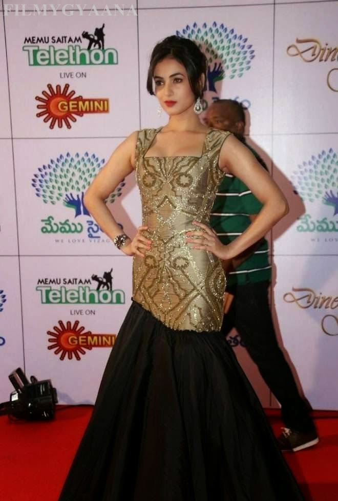 sonal chauhan hot images