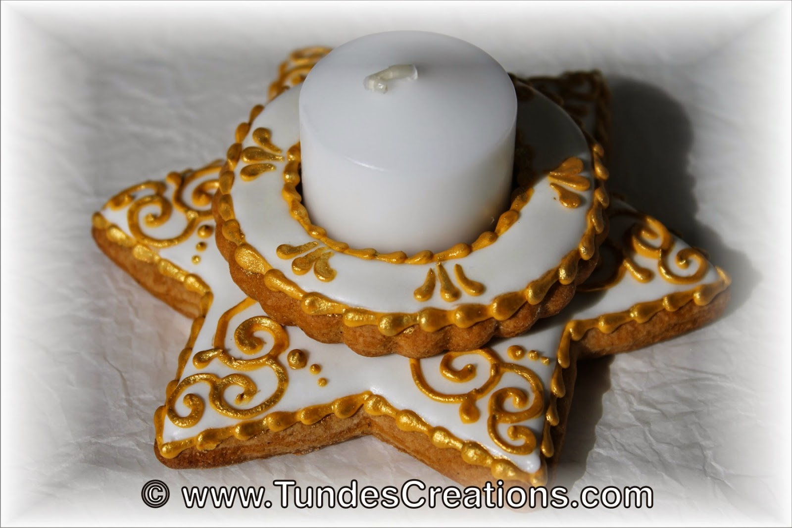 Gold and white Gingerbread Christmas candle holder