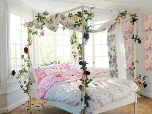 In Order To Decorate Your Beautiful Canopy Bed With Latest Drapes And Bed  Sheets, Make Use Of Limeroad Coupons That Also Help You Earn Great  Discounts And ...