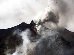 paska meletus nya gunung sinabung di tanah karo akibat bencana alam
