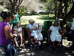 Los pacientes  recibiendo su silla