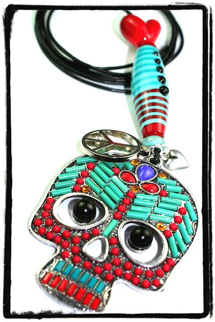 http://de.dawanda.com/product/53927767-Skull-Totenkopf-Anhaenger-mit-Glasperlen