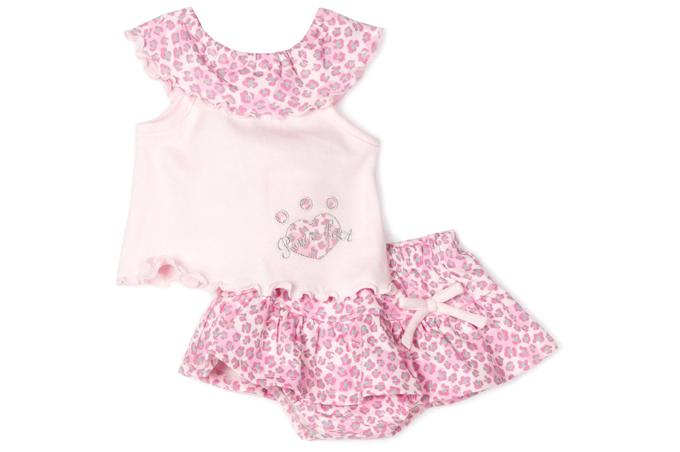 صورة قطعتين من ملابس فتيات واطفال